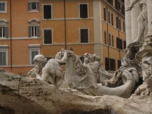 Fontana di Trevi ur annan vinkel