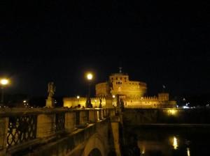 Romersk nattvy (om än inte den vi såg igår): Castel Sant'Angelo.