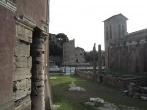 Utsikt mot det tomrum, där Piazza Montanara låg.