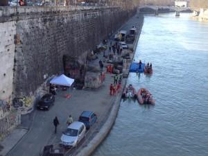 Saker händer nedanför Pont Sisto