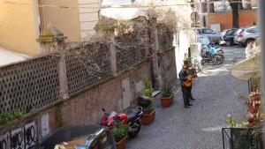 Rom: Musikanter nere i gränden för en stund sen.